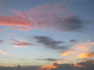 Farbige Wolken beim Sonnenuntergang