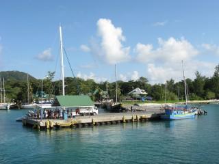 Im Hafen von La Digue / Seychellen